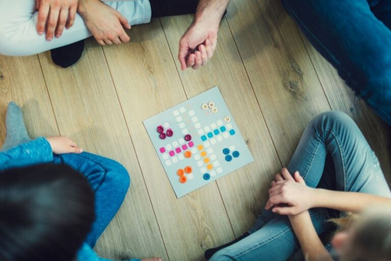 Rodzinny skarbiec… planszówek  – 7 powodów, dla których warto zacząć grać w gry planszowe