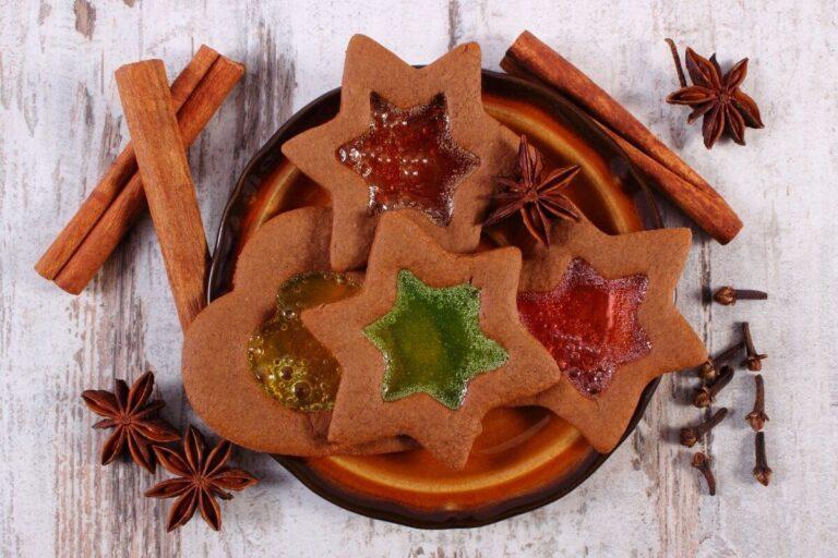 Czas przygotowania do Świąt – pierniczki z witrażykami